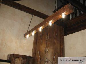 Если внимательно присмотреться, то можно отметить необычный свет, присущий исключительно светильникам из дерева