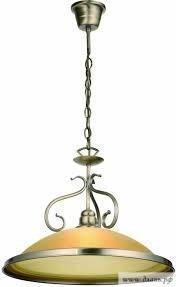 Близкая к классическим вариантам кухонных осветительных приборов люстра становится ярким акцентом благодаря вплетению кованых деталей.