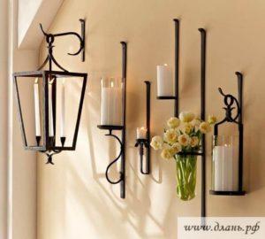 Изящные кованые бра под свечи в современном стиле минимализма придадут помещению уют и нотку романтики