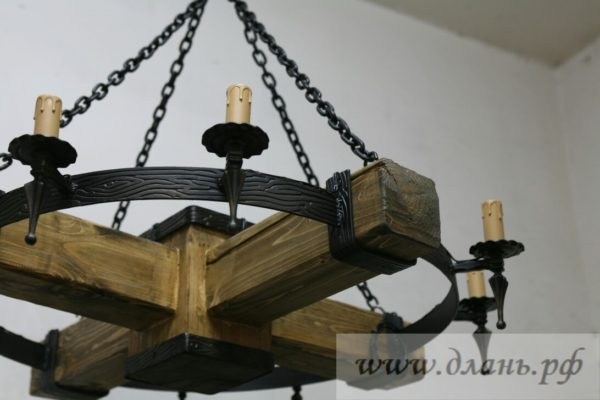 Люстра под старину деревянная